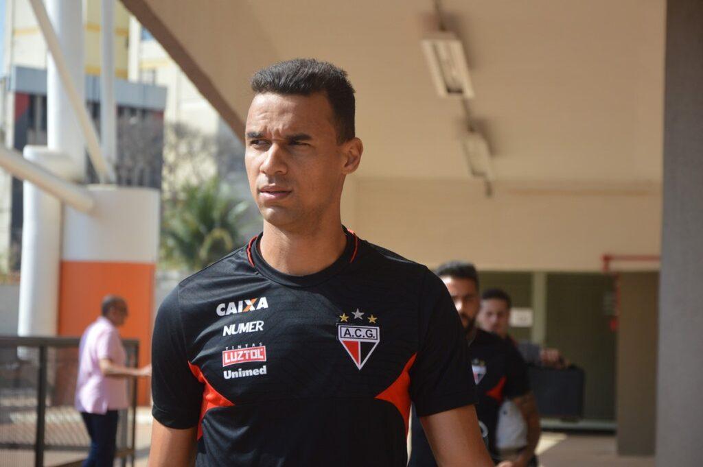 Gilvan, zagueiro do Atlético-GO.