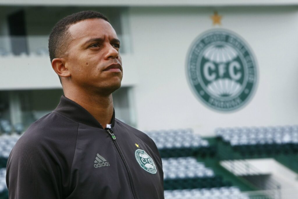 William Matheus, lateral do Coritiba.