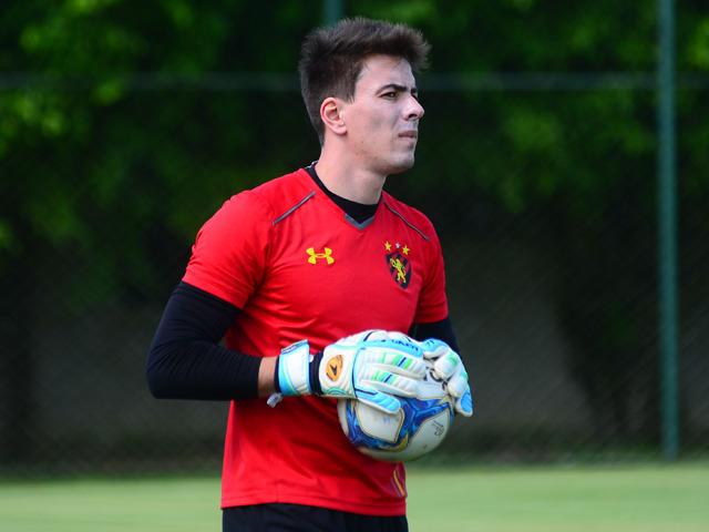 Luan Polli, goleiro do Sport.