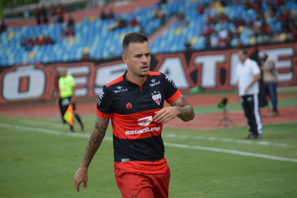 Gustavo Ferrareis, meia do Atlético-GO.
