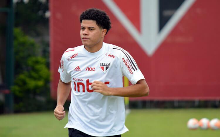 Gabriel Sara, meia do São Paulo.