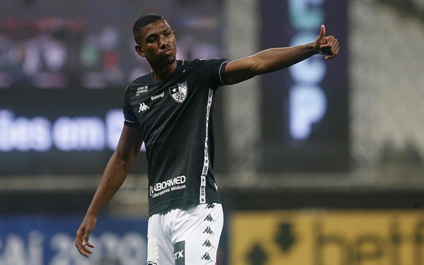 Kanu, zagueiro do Botafogo.