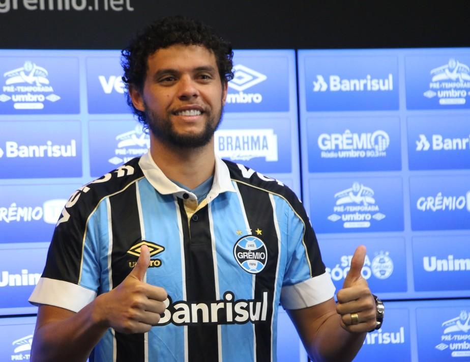 Victor Ferraz, lateral do Grêmio.