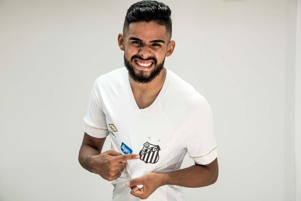 Felipe Jonatan, lateral do Santos.