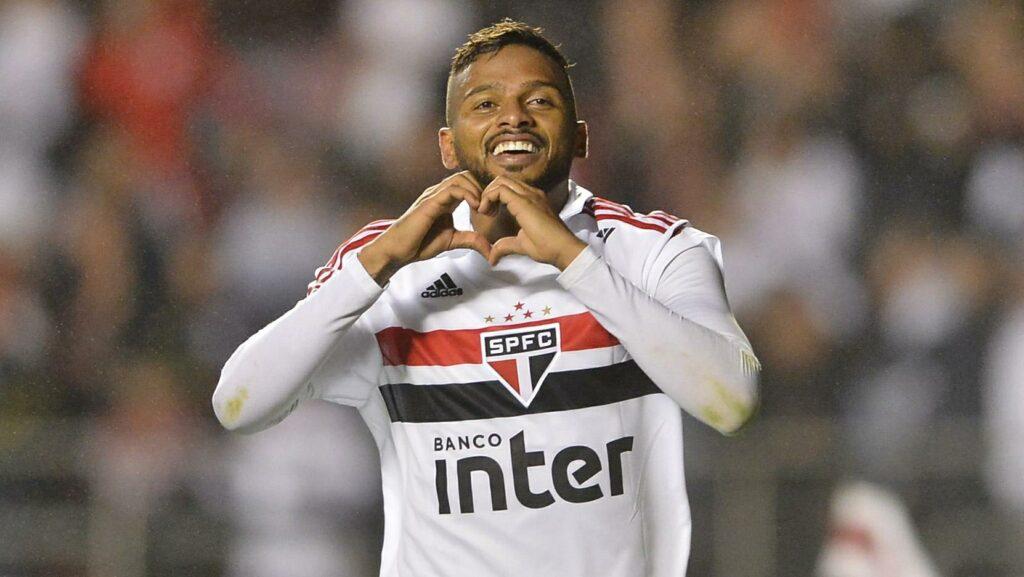 Reinaldo, lateral do São Paulo.