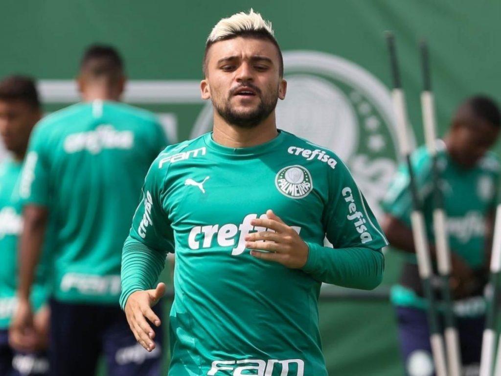 Victor Luis, lateral do Palmeiras.